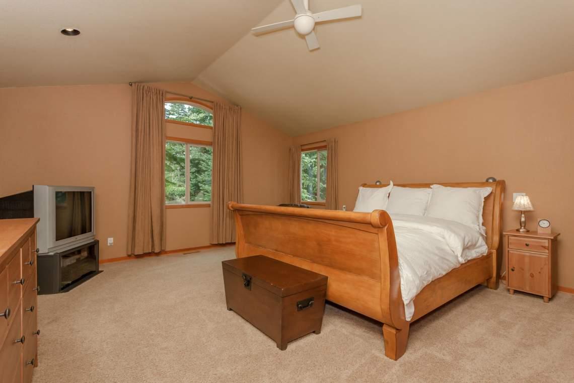 14616 Tyrol Road Truckee CA-large-011-6-Master Bedroom-1499x1000-72dpi