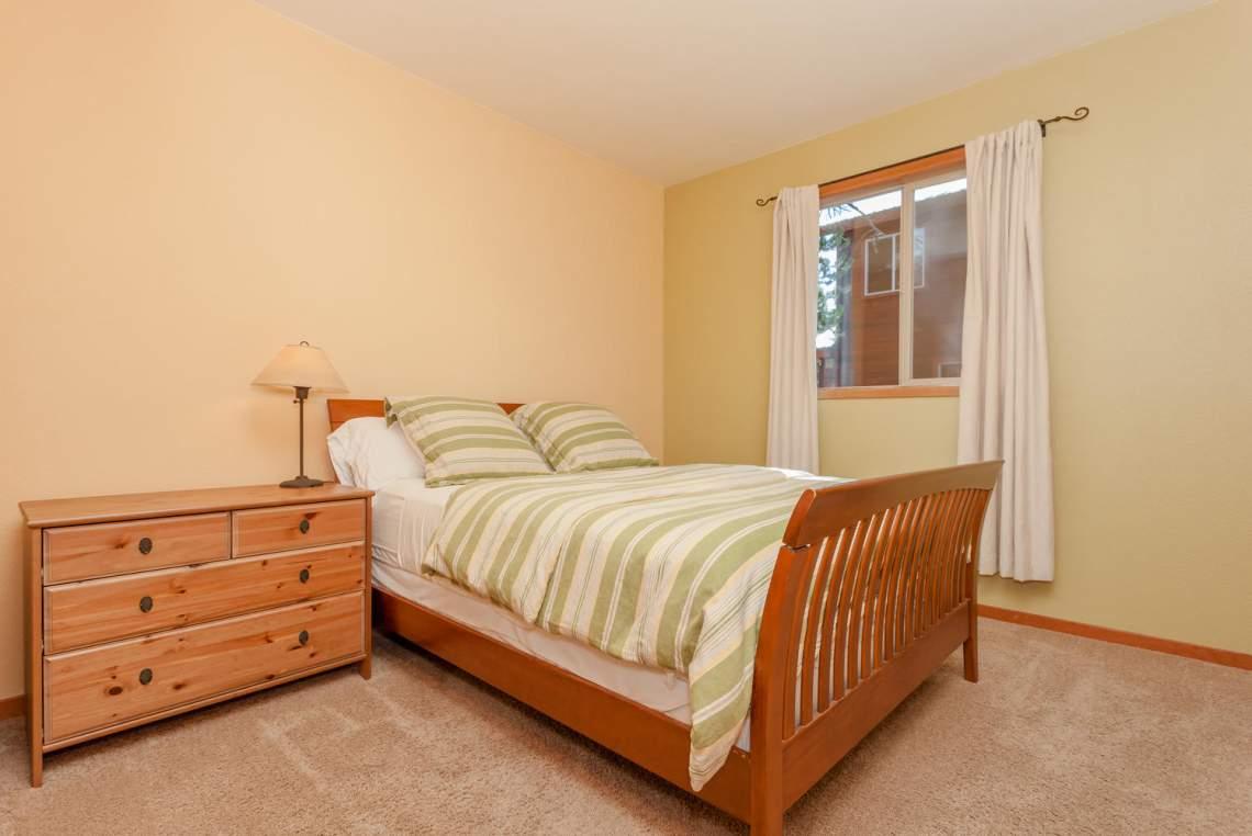 14616 Tyrol Road Truckee CA-large-017-11-Bedroom-1496x1000-72dpi
