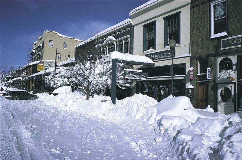 winter-downtown-truckee